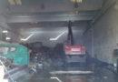 Fiamme in una ditta di rifiuti metallici, due squadre di Vigili del fuoco in azione