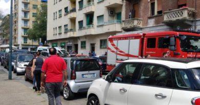 Torino, precipita nel vano ascensore fermo per un blackout, morto