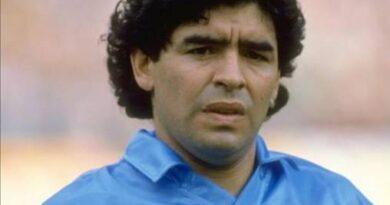 È morto Diego Armando Maradona a 60 anni per un arresto cardiaco