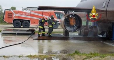 Simulati alcuni tra gli scenari più complessi, come l'incendio del carrello di un aereo o le fiamme su un motore