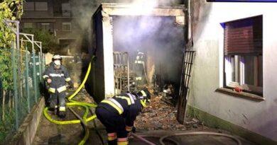 Pomarolo: a fuoco garage con mezzi agricoli nei pressi di un'abitazione